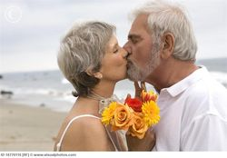 Older_couple_kissing